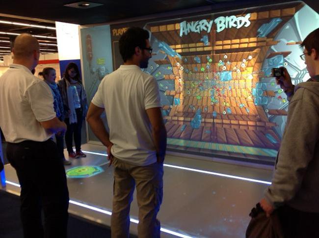 Демонстрация игровой площадки Angry Birds Playground